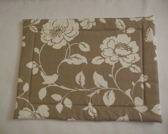 Stylish organic cotton padded place mat in a lovely taupe meadow flowers design