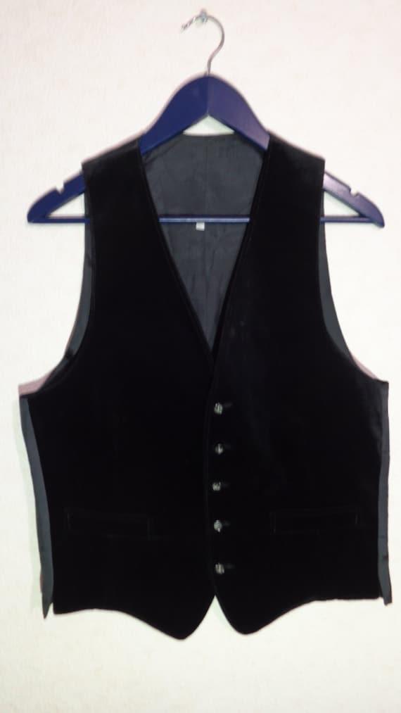 10mins.ml: mens velvet vest. Victorian Vagabond Steampunk Gothic Patterned Velvet Men's Vest Black Silver. by Victorian Vagabond. $ - $ $ 68 $ 69 99 Prime. Some sizes are Prime eligible. 4 out of 5 stars 1. Product Features Luxurious Patterned Metallic Print on Burgundy Velvet.