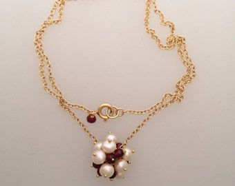 Solid 18k yellow gold chain necklace with a cluster of garnets and white freshwater pearls