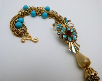 Glamorous  gold and tourquoise necklace with great vintage pin