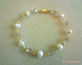 Pearls and Bicone Crystals Bracelet