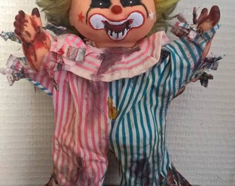Willy the Clown : horror doll