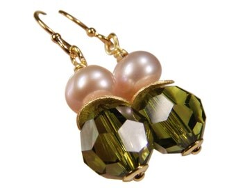 Earring with Crystal and Pearl. Olive green. Silver gold plated