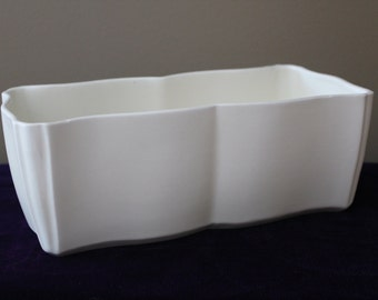 Vintage Red Wing Planter In White Matte Finish