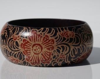 Pretty floral wooden vintage bangle