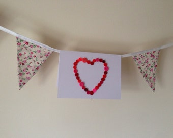 Red heart button blank card