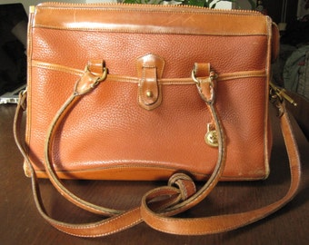 Vintage 80's Dooney & Bourke tan doctor's bag crossbody straps