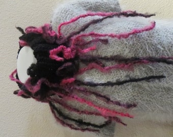 Col bicolor, very fashion , neon pink and black