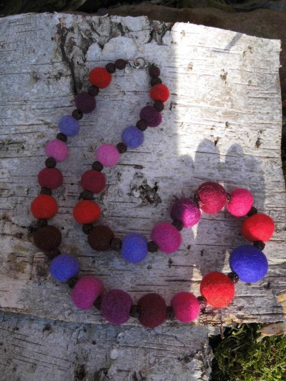 Tappeto Feltro Palline: Collana con palline di legno ...