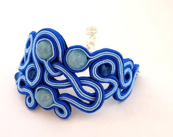 Blue bracelet with pearls