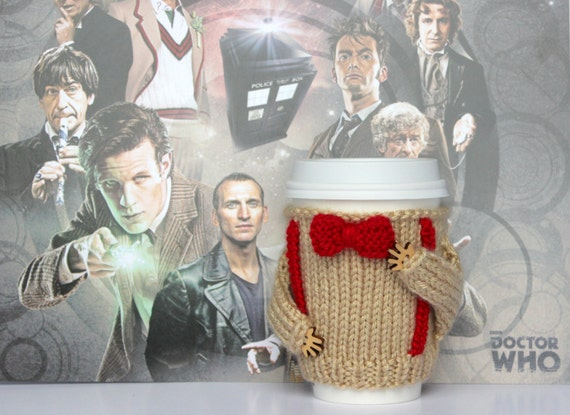Dr Who inspired cup cozy. Travel mug cozy. Bow ties are cool Coffee cozy Knitted cup sleeve Beige red bow tie Eco-friendly Cup cozy Tea cozy