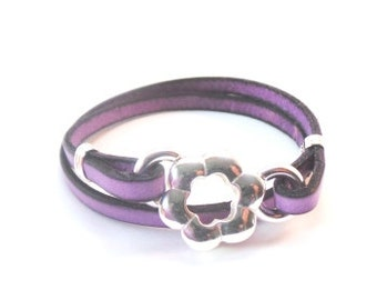 Narrow leather women's purple bracelet with silver clasp, medium size