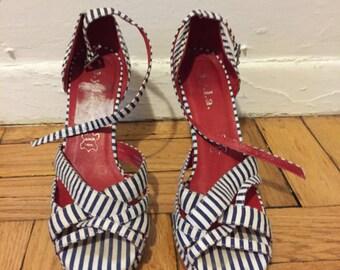 Platform stripe canvas stripe heel. Size 6.