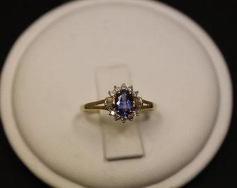 Beautiful 14K y/g Tanzinite and Diamond Ring