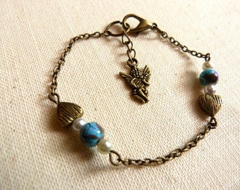 Lovely bracelet mounted with a fine chain, beads heart + Indian beads blue and Cherub