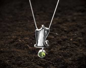 Sterling silver Necklace ZURA301A with peridot.