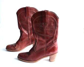 womens vintage boots . Dexter cowboy boots . leather boots . womens size 11 boots . stacked heel boots . 1970s western boots . mid calf