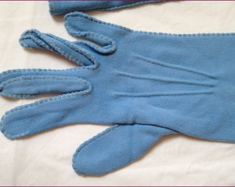 1950s 1960s Soft powder blue ladies gloves