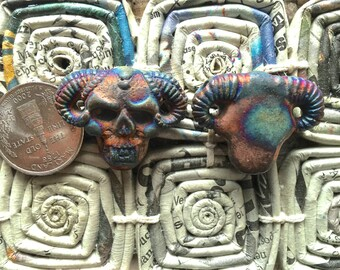 ONE Large IRIDESCENT matte raku ceramic Horned skull bead