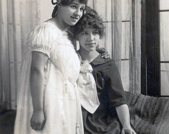 vintage photo Young Women Affectionate Sisters Embrace  Portland OR RPPC
