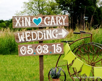 Wedding Date Sign, Wood Arrow Sign, Name Sign, Rustic Wedding Signs, Outdoor Weddings, Vineyard Wedding Sign, Vintage Weddings Road Signs