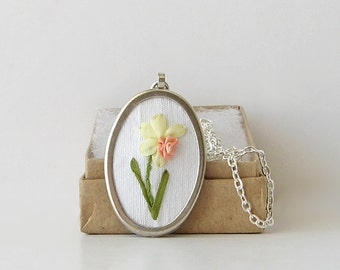 Bi-color daffodil necklace, March birthday gift, embroidered pendant, Jonquil necklace, gift for gardeners, oval pendant, narcissus necklace