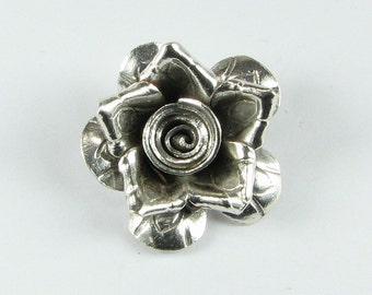 Hill Tribe Fine Silver .999 Scalloped and Pointed Petals Flower Floral Charm Pendant 22mm (1 piece)