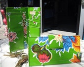 Oil Cloth Green Floral Billfold Wallet, Women's Floral Vinyl Checkbook Clutch Wallet