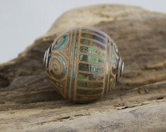Alive Glass - Round Capped Focal - Iris / Sandstone
