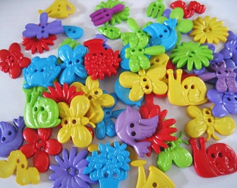30 pcs of Novelty Button - In The Garden - Purple Green Red Blue Yellow