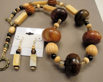 Necklace and earrings set, Agate and vintage wood beads in various brown tones, Single strand, Toggle clasp, Pierced style earrings