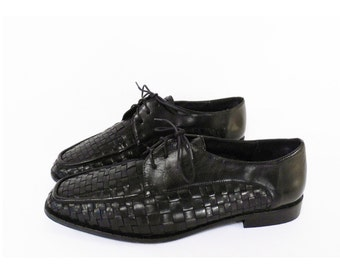 80's vintage BLACK OXFORD SHOES // woven leather lace up shoes // leather oxford shoes // women's size 9