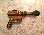 1946 Ray Gun - Buck Rogers Atomic Pistol gold disintegrator  - Vintage Metal Daisy Space Toy U-235