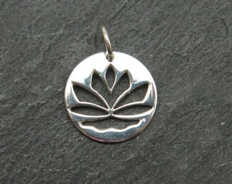 Sterling Silver Lotus Flower Pendant 15mm (ET6822)