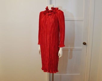 1980s dress / Seeing Red Vintage 80's Mary McFadden Fortuny Pleat Dress