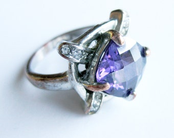 Vintage 60s Lavender Purple Sparkling Cocktail Dinner Ring Silver Tone Metal Costume Jewelry
