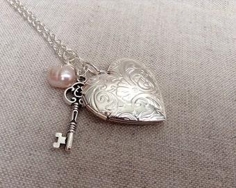 floral design locket necklace