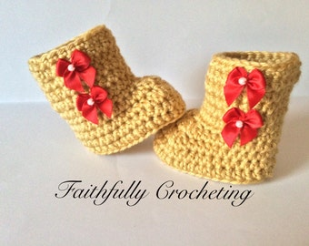 Newborn baby boots.. Crocheted shoes.. Uggs style