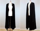 Vintage 30's-40's SILK VELVET cloak / Black silk velvet opera cloak / Long black velvet cape / Art deco Goth