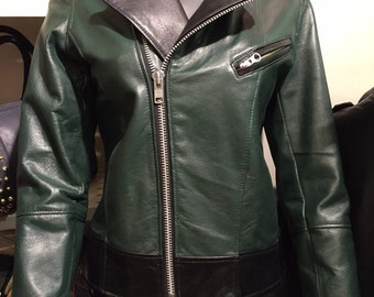 This is a unique zippered style Green and Black lambskin leather jacket in size M