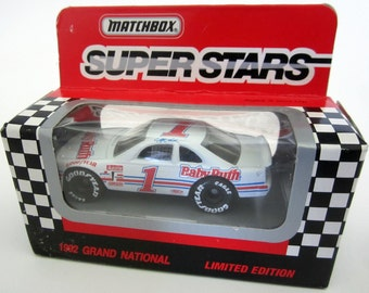 JEFF GORDON Nascar 1992 Matchbox Die-Cast Rookie Car Baby Ruth 1 Toy Rare Facsimile Autograph Vintage RC