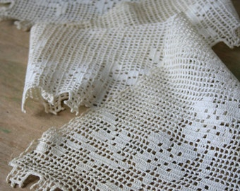 Vintage Beige Crocheted Lace COLLAR Piece