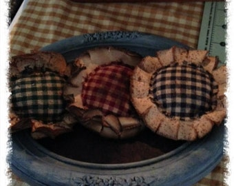 Primitive Grungy Flower Ornies--Bowl Fillers---Homespun--Set of THREE--Made to order
