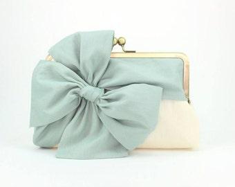 Mint Clutch   Bridesmaid Clutch   Bridal Purse   Wedding Clutch [Classic Bow Clutch: Mint on Cream]