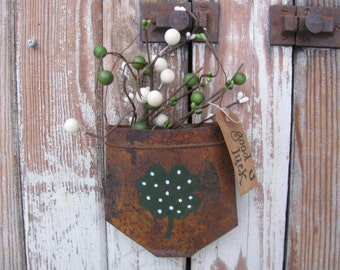 Primitive Country Shamrock Clover Hand Painted Rusty Tin Hanging Pocket GCC4798