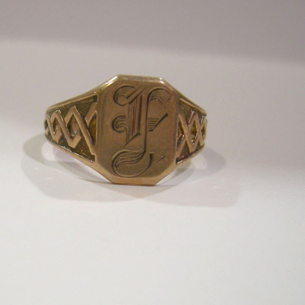 antique 10k gold signet ring with letter