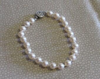 Vintage Faux Pearl Bracelet, Costume Jewelry, 7.25 in., Womens Accessory