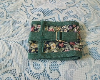 Camera/ Cell phone wallet with pockets