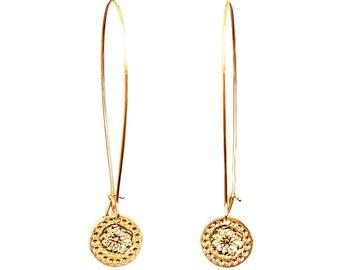 Gold earrings, Long earrings, Modern jewelry, Dangly earrings, Flower design, Gold earrings, Elegant earrings