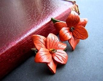 Vintage Leather Flower Earrings - Red Trillium  Leather Screw Back Earrings